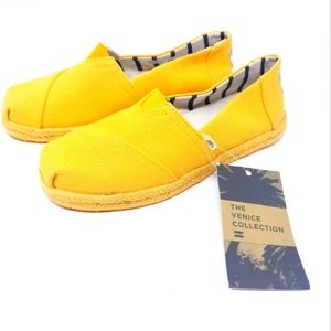 Toms NEW Yello Canvas Venice Loafers Flats Sz 5